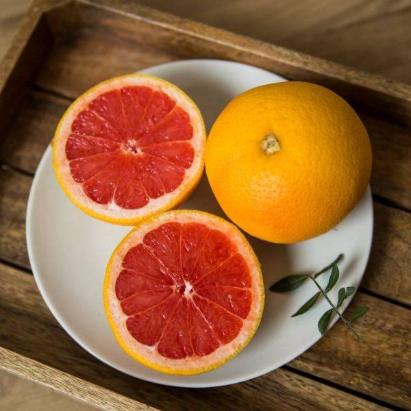Свежий и потрясающе ароматные грейпфрут