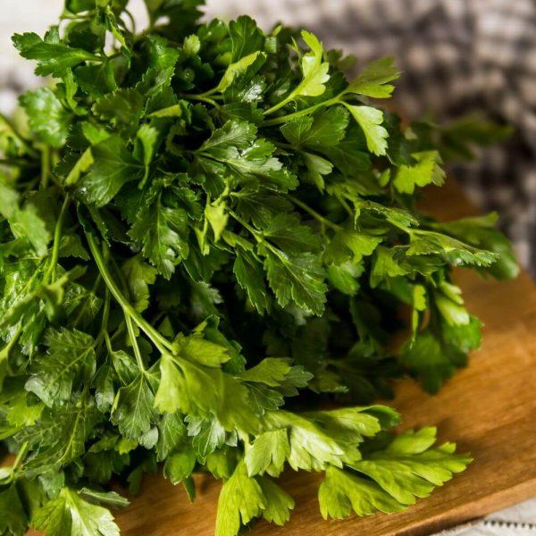 Петрушка свежая - здоровье и витамины для всей семьи!