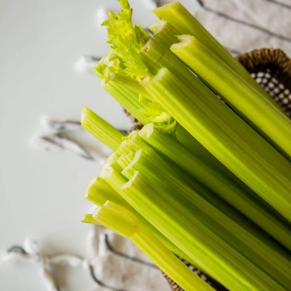 Стебель сельдерея - отличная основа для витаминных смузи!